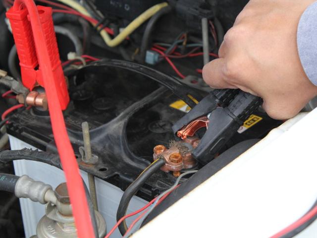 ダイハツ ミラ バッテリー 上がり つなぎ方 対処法 原因